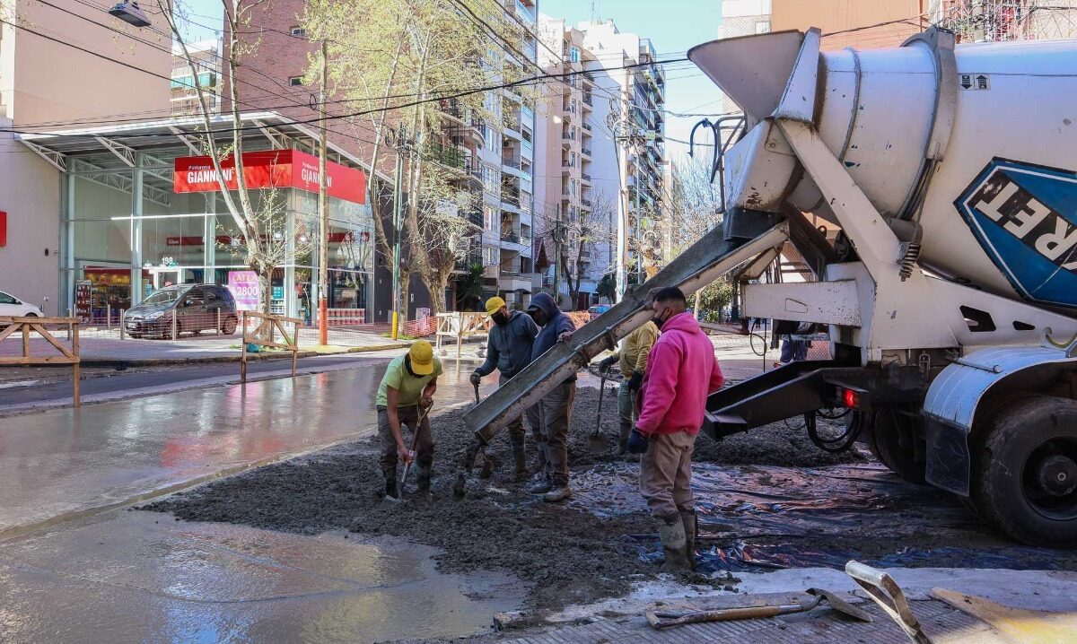 Más obras de bacheo y pavimentación en Lanús