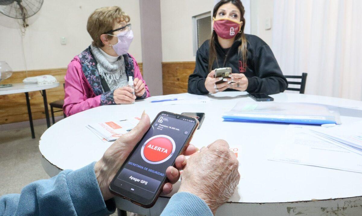 Seguridad de Lanús dará botones antipánico a adultos mayores