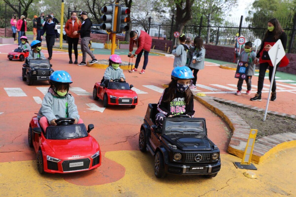 Capacitan a escolares sobre seguridad vial