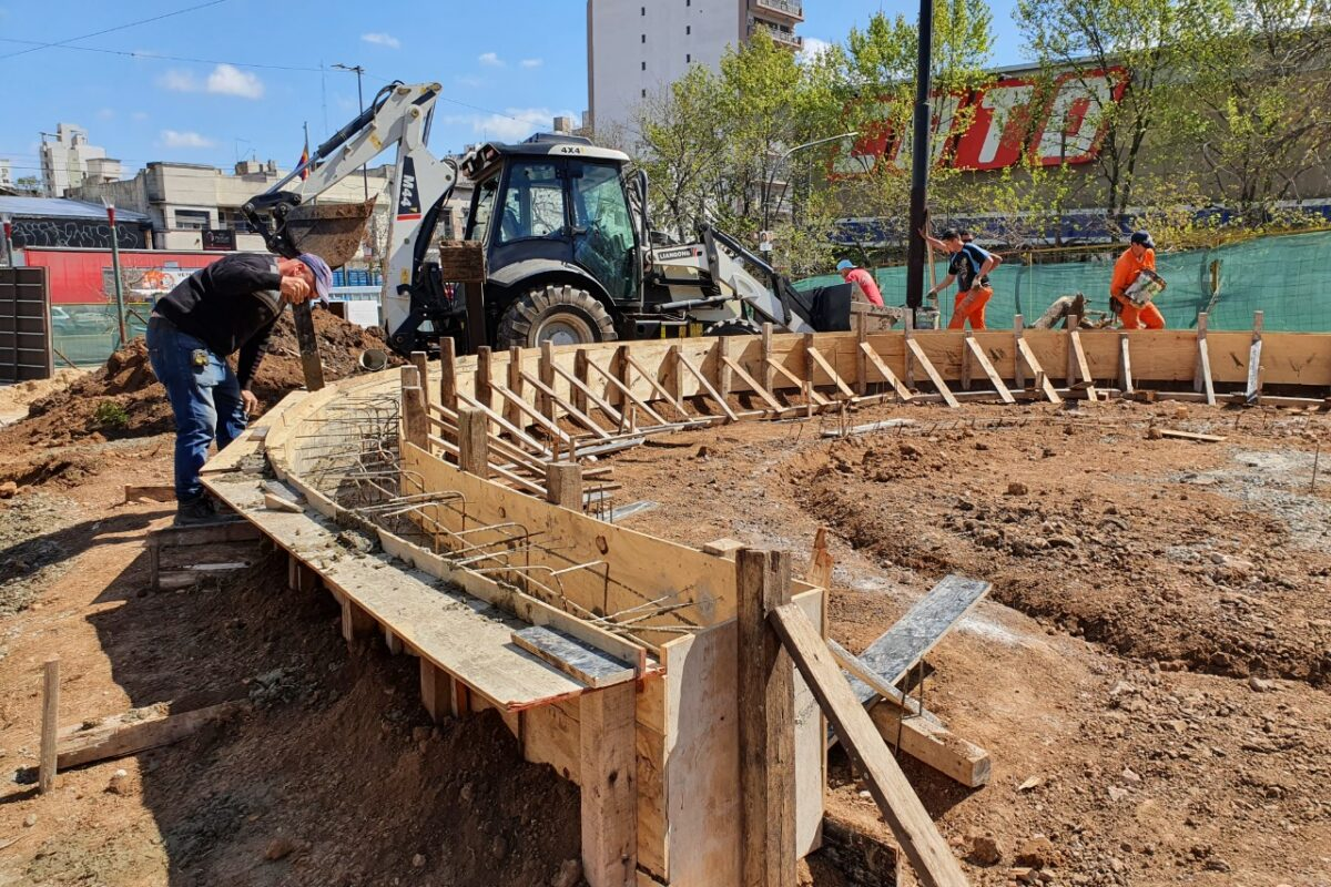 Avanza la remodelación de la Plaza Moreno, en Escalada